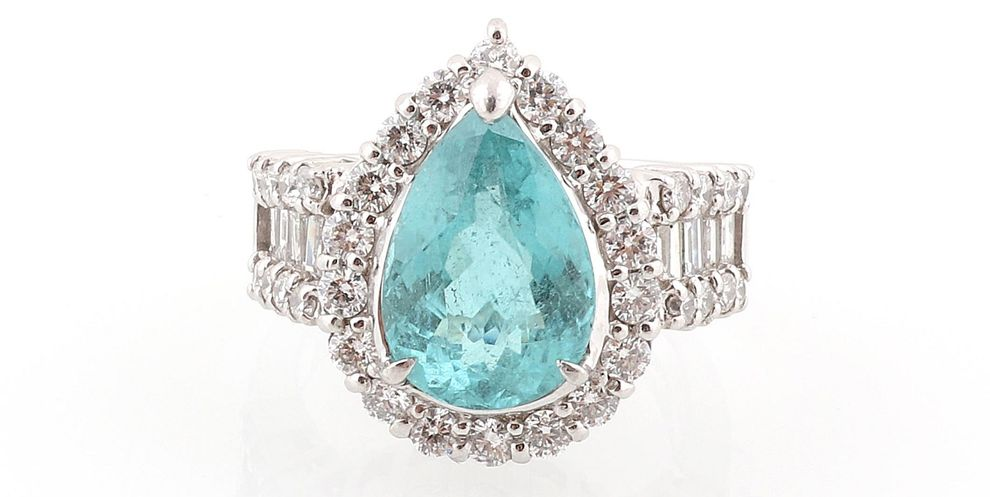 4-7/4-8 Paraiba Turmalin Ring ca. 4 ct Platin 900, Brillanten und Diamanten im Baguetteschliff zus. ca. 1,40 ct, 13,5 g