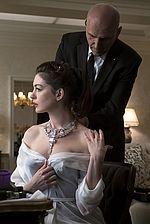 Anne Hathaway mit Toussaint-Collier im Film Ocean´s 8 © Cartier