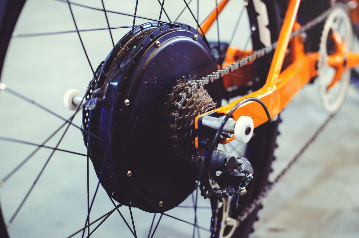 Hinterrad mit eingebautem Motor beim E-Bike